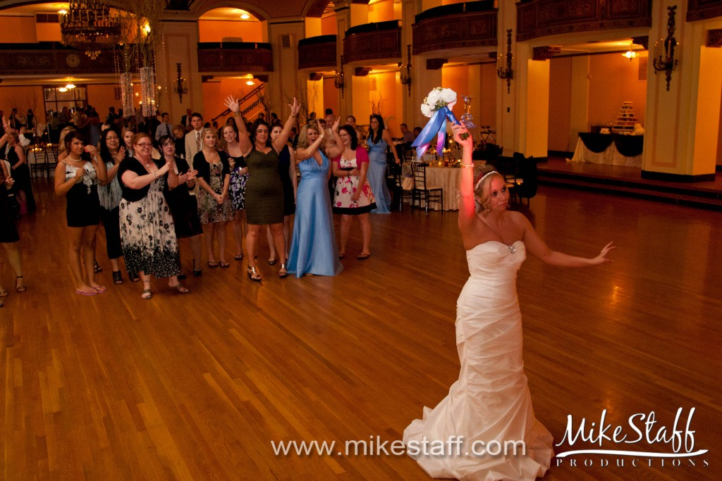 Masonic Temple  –  Detroit, MI Wedding Photo -
