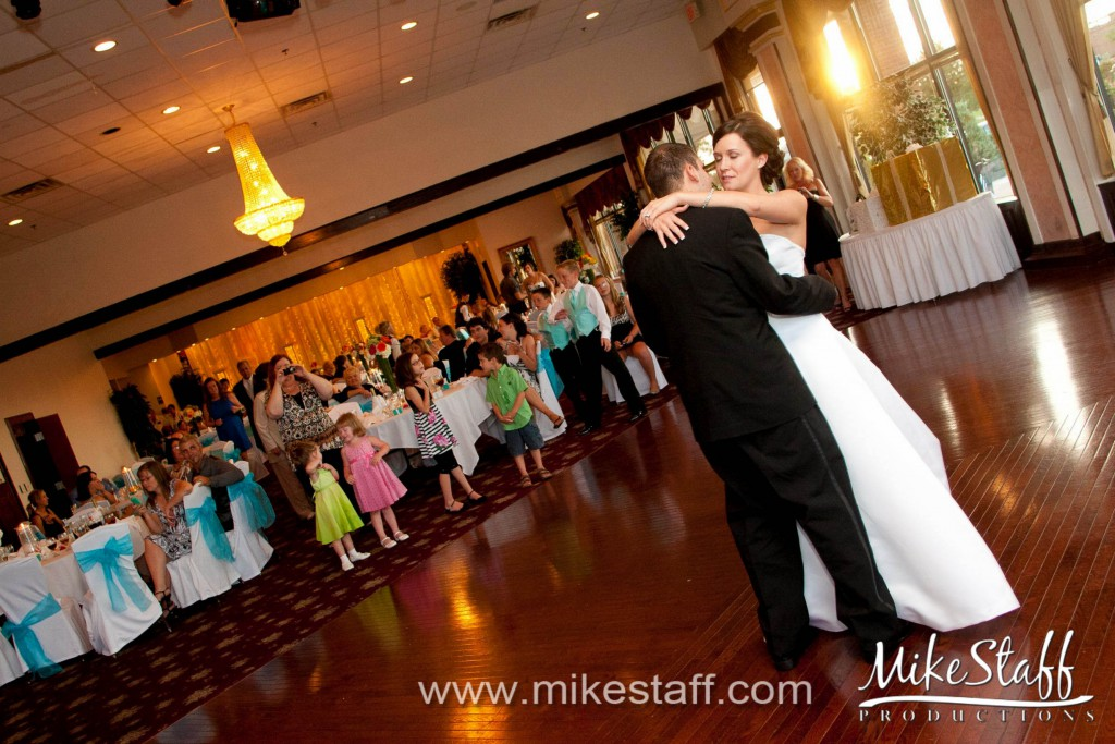 Crank's by the Lake, Shelby Twp. Wedding Photo -