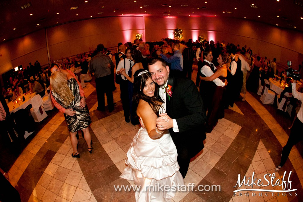 Laurel Manor – Livonia, MI Wedding Photo -