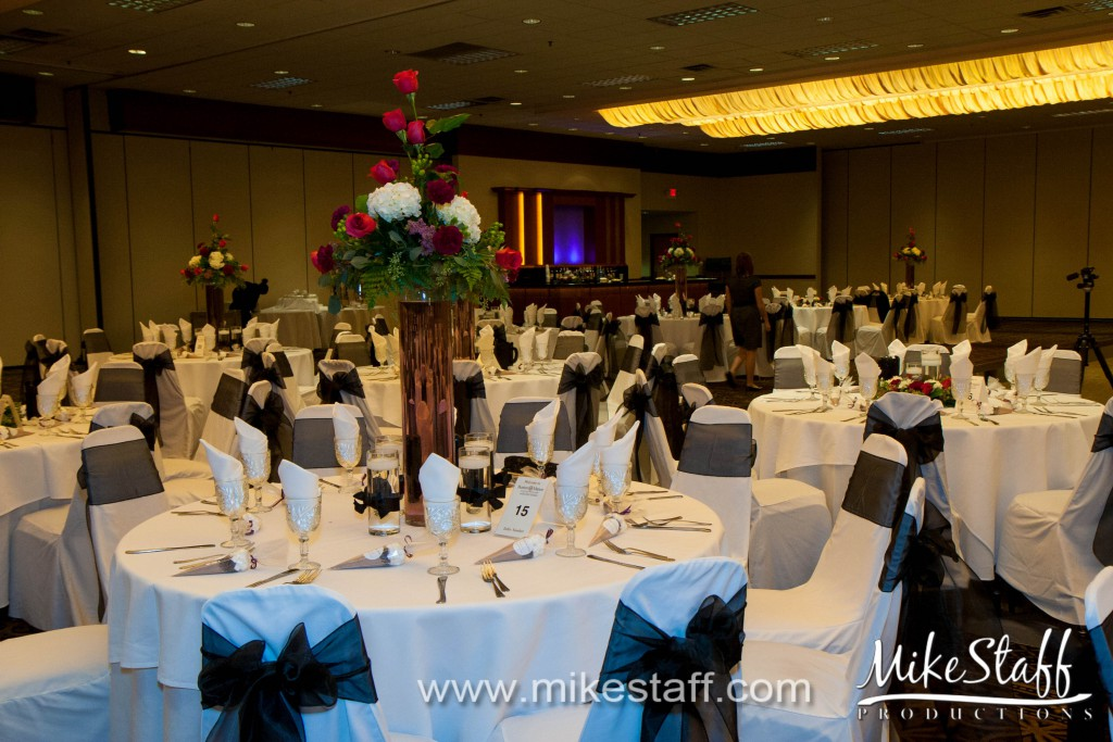 Burton Manor Banquet and Conference Center – Livonia, MI Wedding Photo -